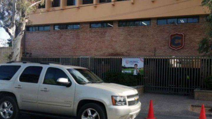 Un alumno llegó armado al colegio, asesinó a su maestra y se suicidó