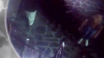 Un video muestra cómo sacan a Fernando del boliche en Gesell