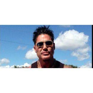 Bolichero y sin operaciones: el álbum secreto de un muy joven Ricardo Fort