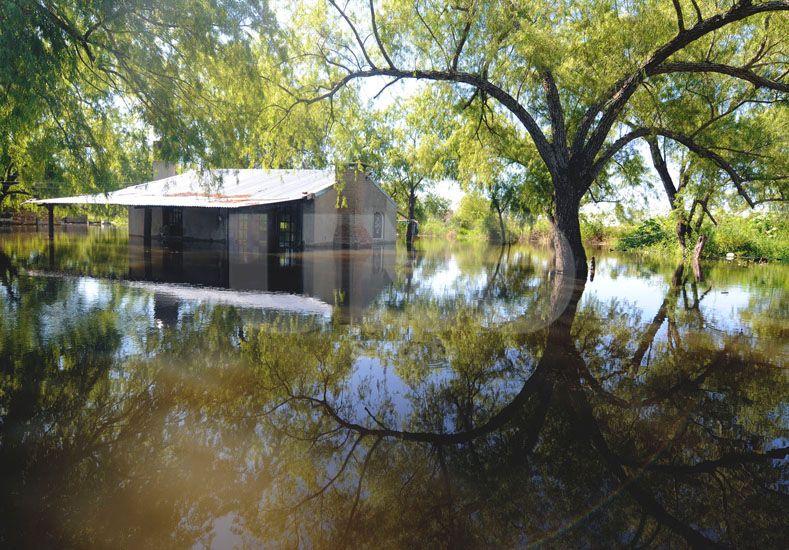 Anegadas. Las viviendas fuera del anillo de defensa están siendo alcanzadas por las aguas. UNO de Santa Fe/Mauricio Centurión