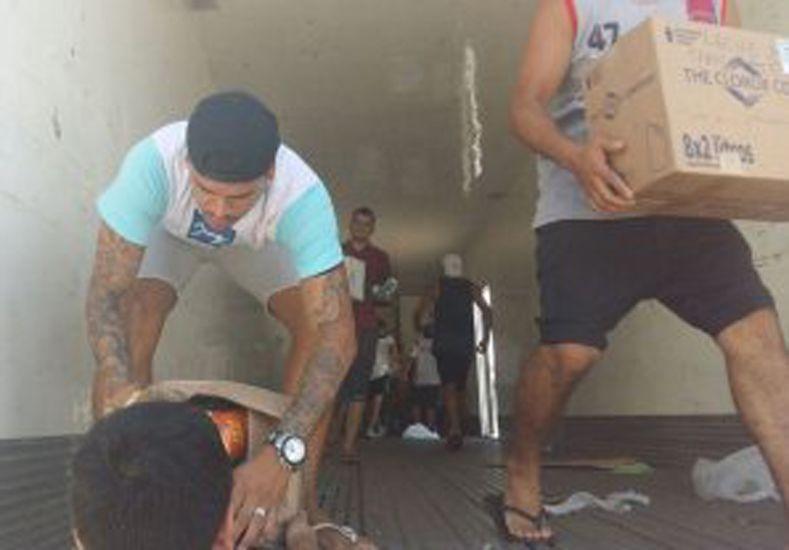 Gustavo Bou rompió en llanto tras denunciar que le quisieron robar un camión con donaciones