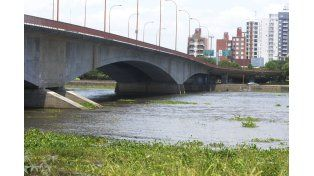 El monitoreo del comportamiento del río es constante por parte de los organismos de Defensa Civil.
