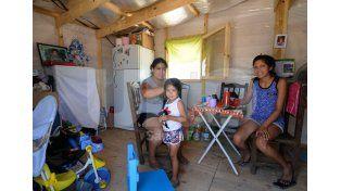 Las viviendas temporarias tienen todas las comodidades para que estén seguras las familias y los menores.