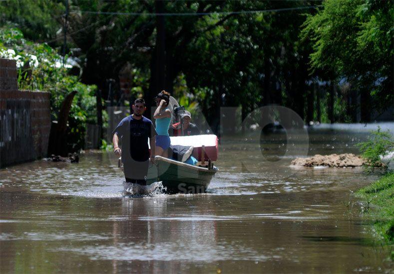 En la Vuelta del Paraguayo hay 32 familias evacuadas / Foto: José Busiemi - Uno Santa Fe