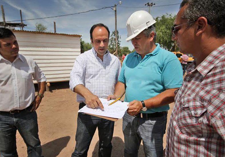 Recorrida. El intendente visitó los módulos donde se alojan las familias que ya fueron evacuadas en la ciudad. Gentileza/Municipalidad de Santa Fe