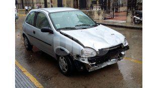 Chocado. Así estaba el auto –patente JRN 135– cuando fue peritado en la Policía de Investigaciones.  UNO de Santa Fe/Manuel Testi