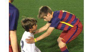 Tras ganarles una final, los chicos del Barcelona consolaron a los del Real Madrid