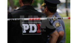 Reflejos. El trabajo del fiscal Giavedoni y agentes de la Policía de Investigaciones / Foto: Mauricio Centurión - Uno Santa Fe