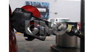 Más aumentos: las naftas serán un 6% más caras