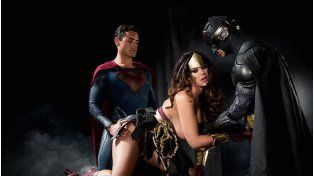 Llegó la versión porno de Batman vs Superman