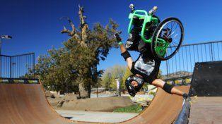 Aaron Wheelz Fotheringham sorprende al mundo con sus acrobacias en silla de ruedas.