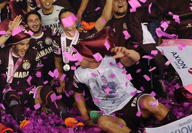 Nicolás Aguirre homenajeó a Barisone durante los festejos.