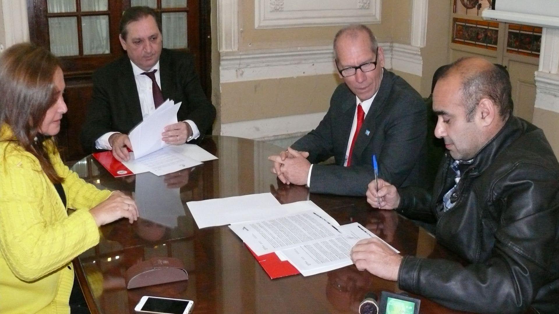 Un año más. Julio Genesini y Carlos Salomón acordaron seguir con los objetivos planteados. Gentileza/Gobierno de la Provincia