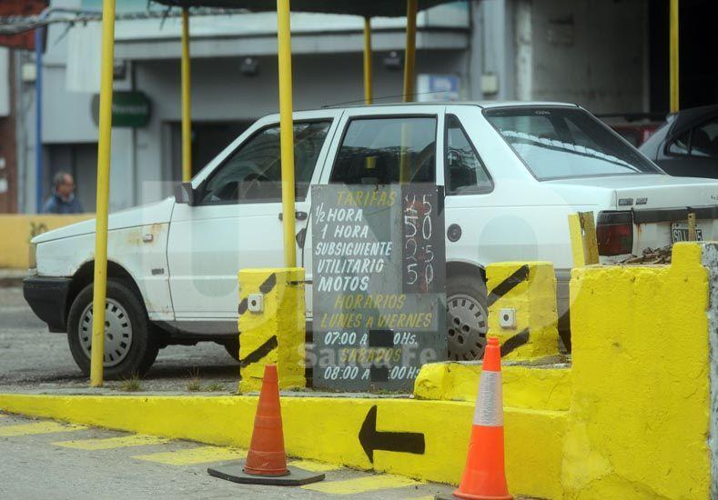 Tarea difícil. Estacionar en el centro es cada vez más complicado y las playas tienen buena ocupación / Foto: Mauricio Centurión - Uno Santa Fe