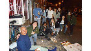 Atención. Son entre 60 y 65 las personas que asisten a diario / Foto: Gentileza Actitud Solidaria