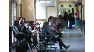 Espera. Familias de la ciudad y región aguardan ser atendidos en el Hospital de Niños. UNO de Santa Fe/Manuel Testi
