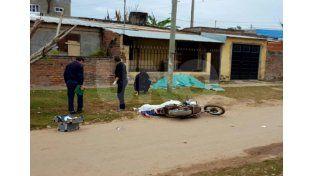 Acribillado. El cadáver de Alejandro Rojas tirado en calle Pedro Zenteno