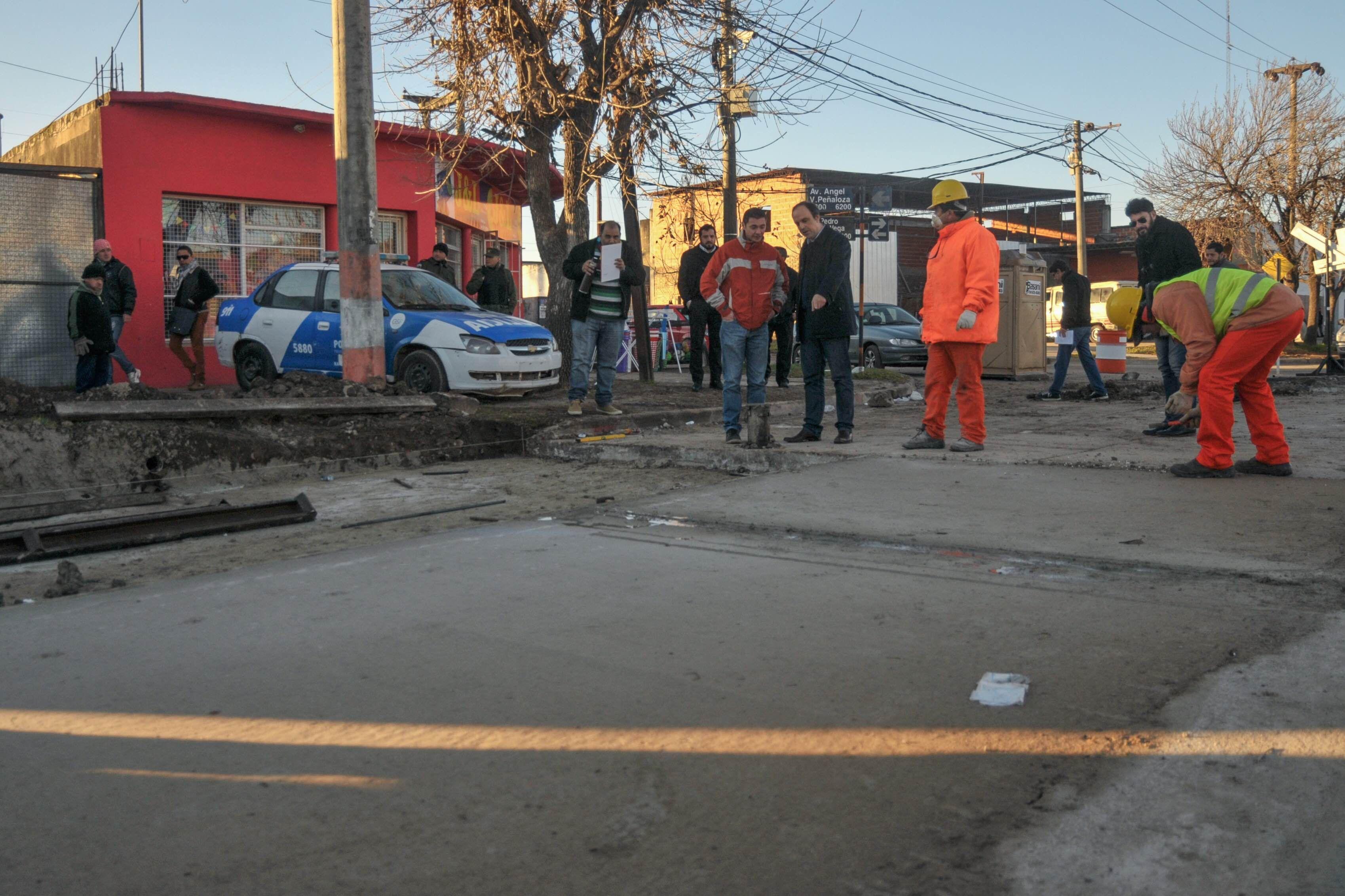 Programa de Reconstrucción: avanzan las tareas de bacheode hormigón en avenida Peñaloza