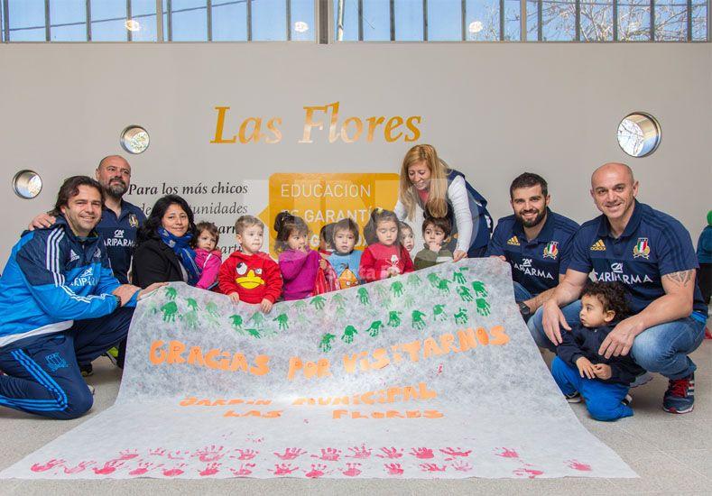 Previo al Test Match con Los Pumas, integrantes del seleccionado de Italia visitaron el Jardín Municipal de Las Flores