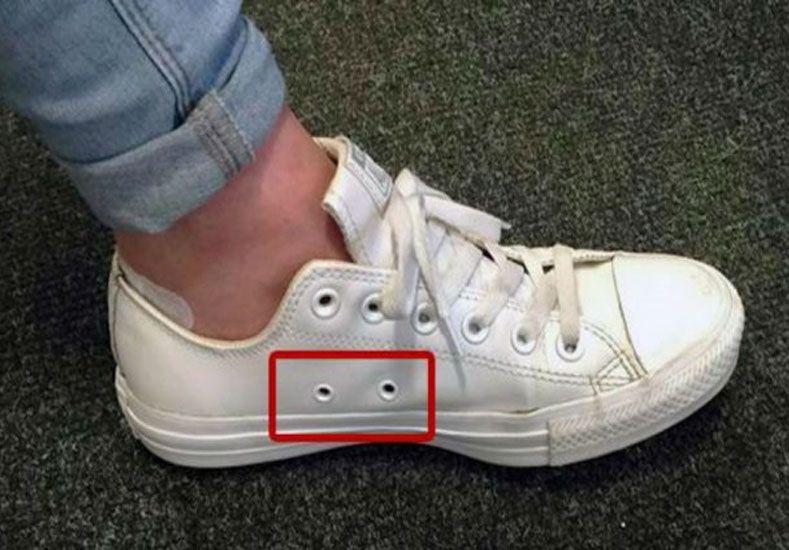 ¿Por qué las zapatillas tienen agujeros laterales?