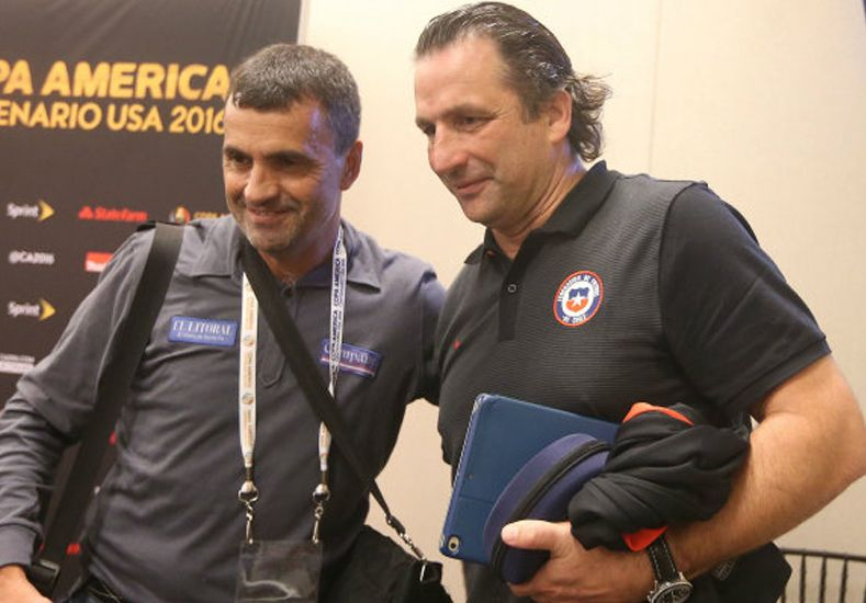 Por esa foto le quitaron la credencial en EE.UU. al periodista santafesino Enrique Cruz.  Foto: La Cuarta de Chile