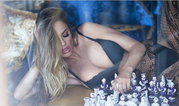 ¡Jaque mate! Las rubia prodigio del ajedrez te deja sin aliento