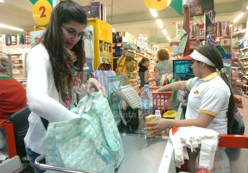 Las ventas en supermercados consolidaron un comportamiento negativo