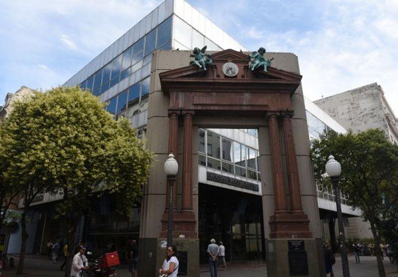 Un empleado del Banco Nación fue baleado por un policía que custodiaba el edificio