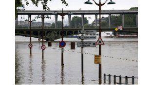 El nivel del Sena bajó lentamente tras salirse de su lecho en París