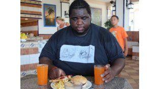 Su novia lo dejó por gordo y él se vengó