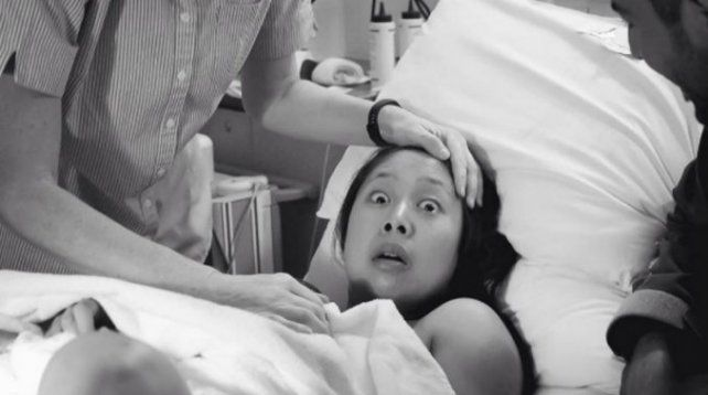 La foto de esta madre sorprendida tras el parto dio la vuelta al mundo