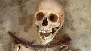 Hallaron vampiros enterrados en un cementerio medieval