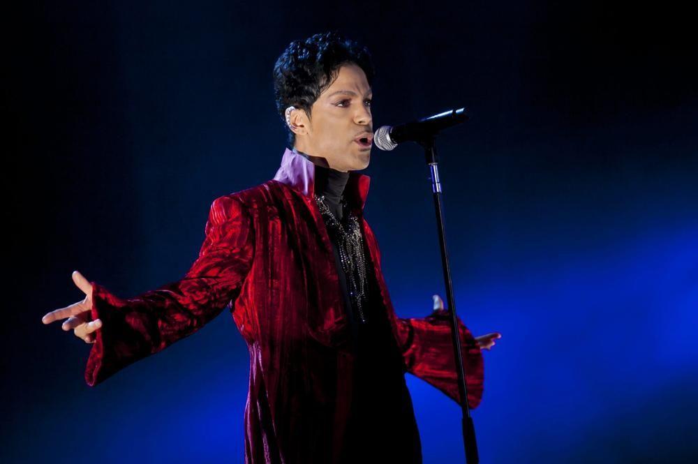 Según la autopsia, Prince murió por sobredosis de analgésicos