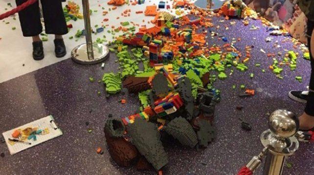 Destruyó una escultura Legos valuada en 15 mil dólares
