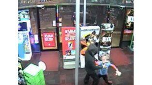Un chico de siete años se enfrentó a un delincuente armado que entró a robar en un negocio de video juegos