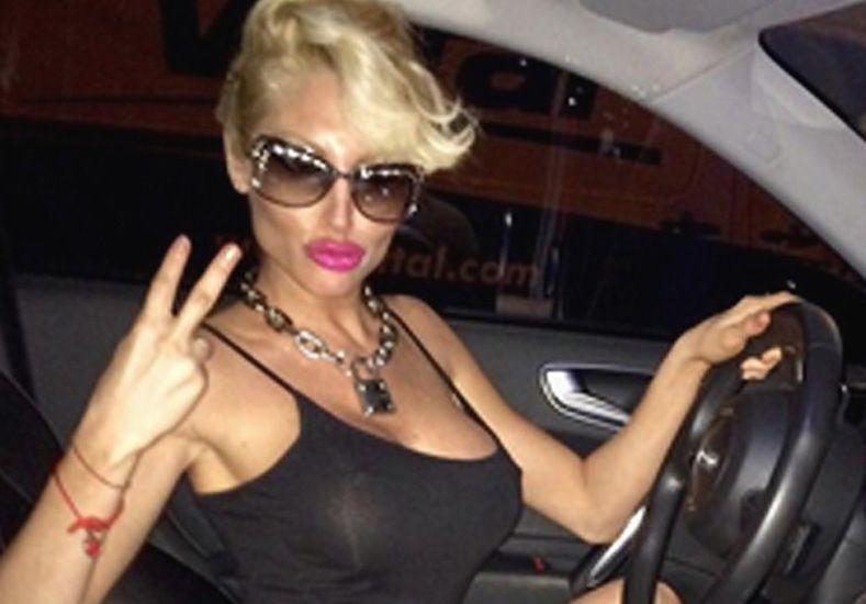 Xipolitakis estrenó Instagram... ¡y mostró sus pechos!