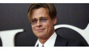 Video: Brad Pitt salva a una niña de ser aplastada por sus fans