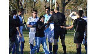 Esta mujer me salvó la vida, el agradecido gesto de un futbolista a la médica que paró el partido
