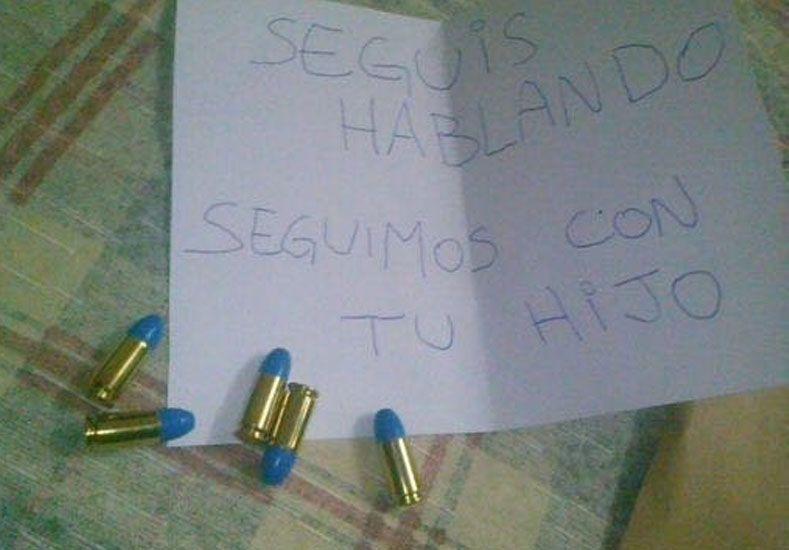 La prueba. La carta y las cinco balas que recibió la familia como amenaza.