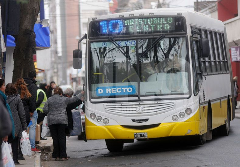 B° Guadalupe Oeste: dos ladrones asaltaron pasajeros de un colectivo de la línea 10