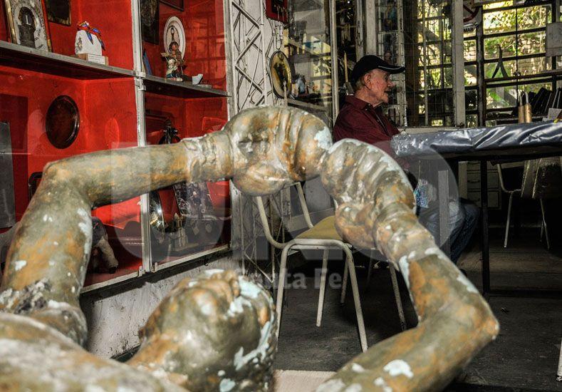 La estatua. Seguirá en el taller del artista hasta que haya fondos para cubrir los gastos que generó / Foto: Mauricio Centurión - Uno Santa Fe
