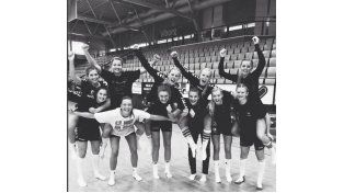 Equipo femenino de handball ganó y se desnudó