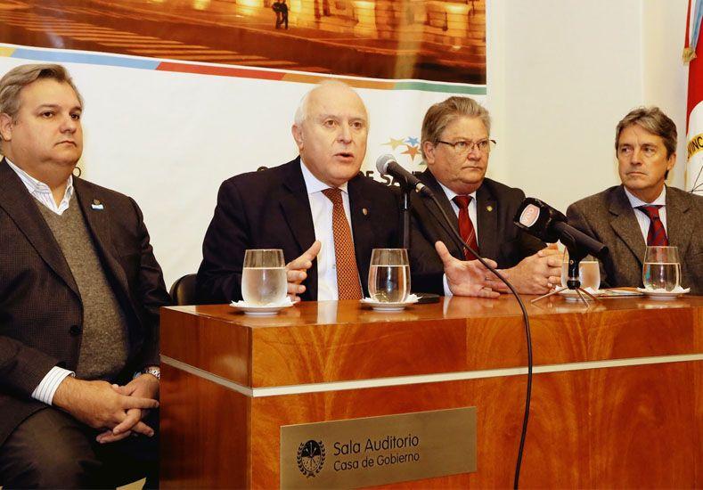 Girarán fondos a municipios para arreglar caminos rurales