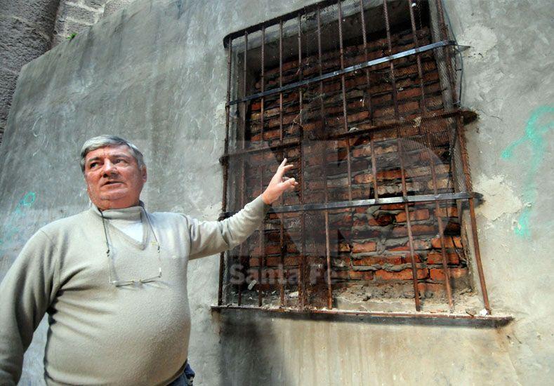 El lugar por donde ingresaron los delincuentes./ Mauricio Centurión-UNO Santa Fe.