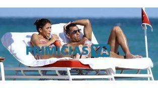 El lomazo de Vanesa Mansilla, la mujer de Carlos Tevez, en las playas de Miami
