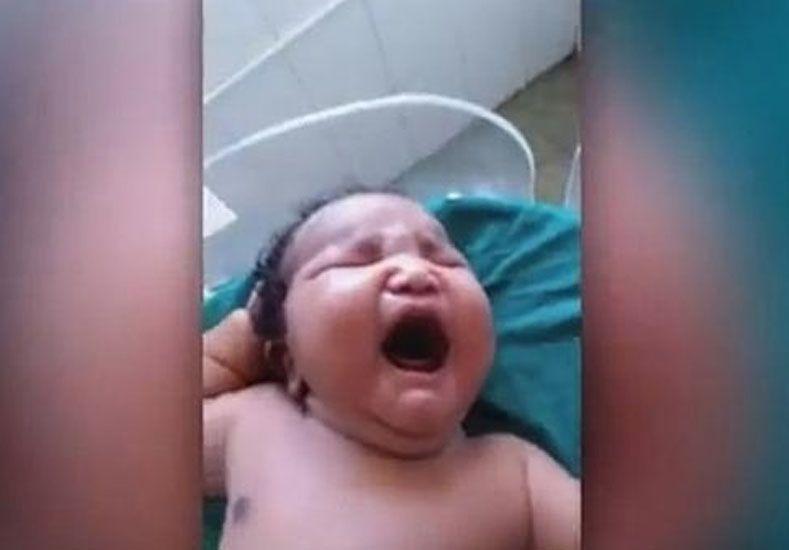 El bebé más grande del mundo nació en la India con 7 kilos de peso y por cesárea
