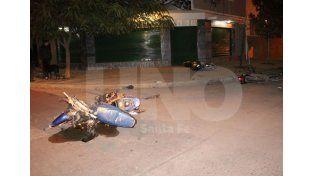 Violento. Así quedaron las motos en el triple choque.