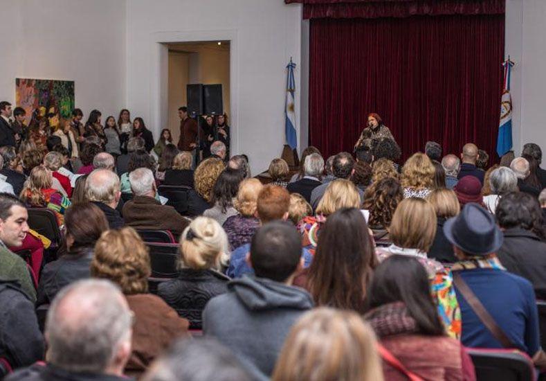 """Abrió sus puertas el 93° Salón de Mayo en el """"Rosa Galisteo de Rodríguez"""""""