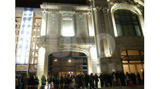 Esta noche en el teatro Municipal habrá un concierto de gala de la Orquesta Sinfónica.