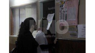 Sin dosis. El hospital Iturraspe se quedó sin vacunas antigripales esta mañana. Foto: Mauricio Centurión / UNO Santa Fe.